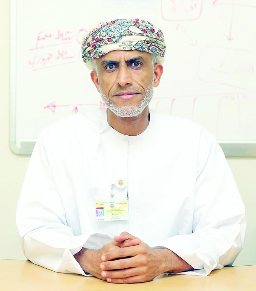 رئيس الرابطة العمانية للزهايمر لـ«عمان»:   المرض يصيب الدماغ ويحدث تغيرات بذاكرة الشخص وسلوكه وقدرته في القيام بالمهام اليومية