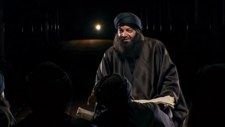 أناقة العلماء.. أبو حنيفة يرتدي ثوبا بقيمة 5000 دولار ويُعرف برائحة عطره وتركة مالك تتضمن 500 زوج حذاء و100 عمامة